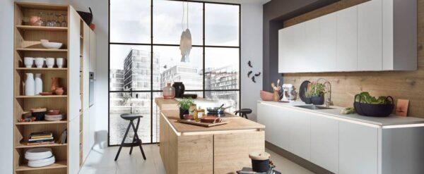 Cocinas combinadas blanco y madera, una apuesta segura